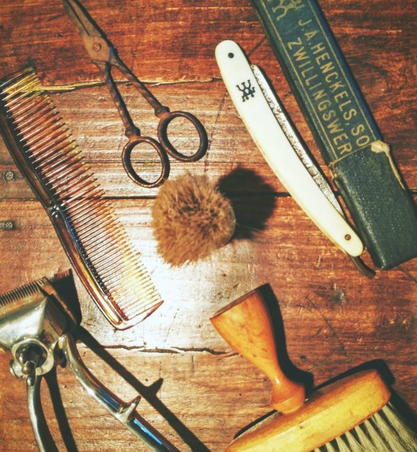 old-barber-tools_t20_v29x1G